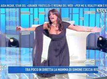 3728969_1507_aida_nizar_fuori_seno_domenica_live (1)