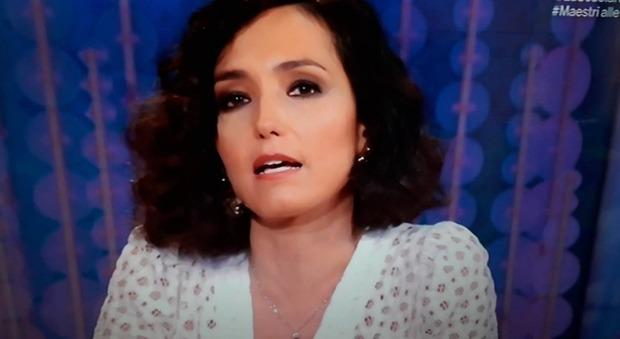 Caterina Balivo in lacrime a Vieni da me: «Sono stati due anni bellissimi». Fan in ansia: «Lascia il programma?»